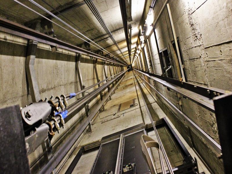 برق آسانسور,برق داخل آسانسور,چاله آسانسور