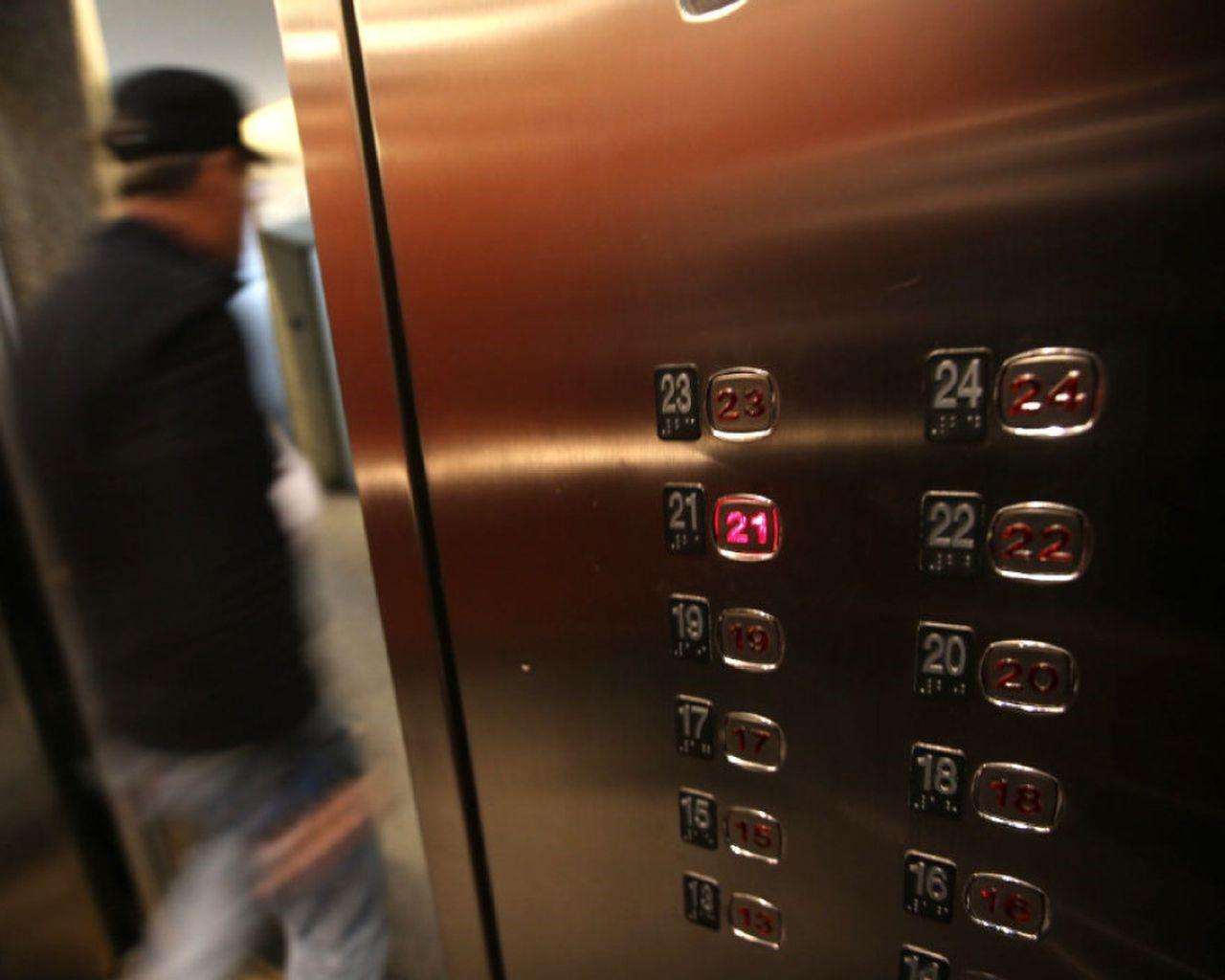 خطرات پله برقی,پله برقی و آسانسور,خطر آسانسور