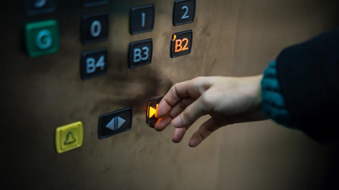 نحوه بیرون آمدن از آسانسور,گیر افتادن در کابین آسانسور,گیر کردن در آسانسور